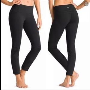 Athleta Straight Up Yoga 7/8 Leggings